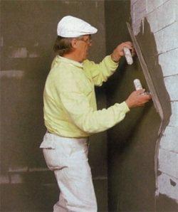 Как правильно поштукатурить стены