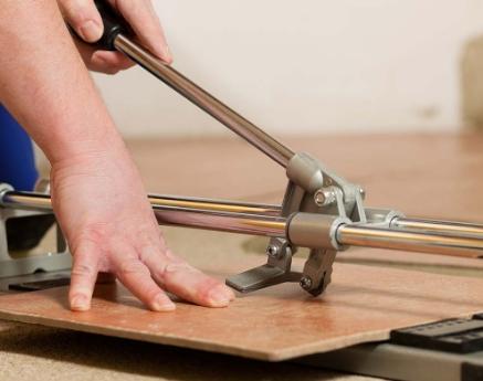 Плиткорез — незаменимый инструмент для укладки плитки