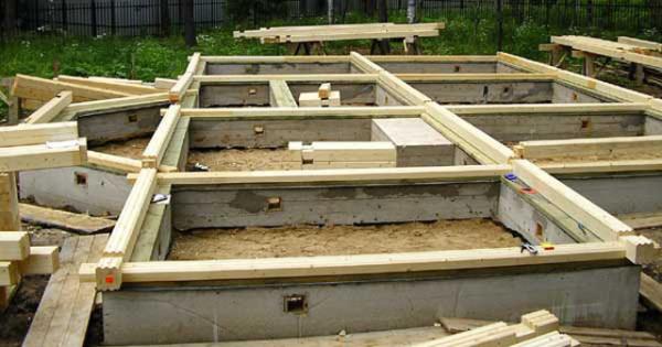 Как правильно построить фундамент для загородного дома?