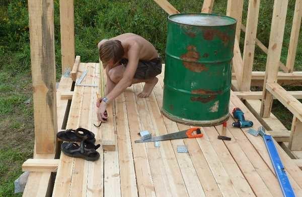 Как пристроить  веранду к дачному домику и остеклить