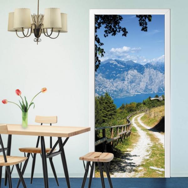 Самоклеящиеся фотообои на дверь изменят вход в дом, интерьер и шкаф